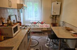 Apartament 3 camere, zona Stefan cel Mare, etaj 2, spatios, 3 balcoane, 2 bai
