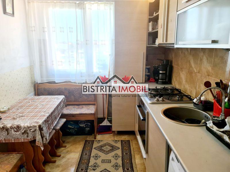 Apartament 3 camere, zona Decebal – Apollo, pe doua nivele, scara interioara